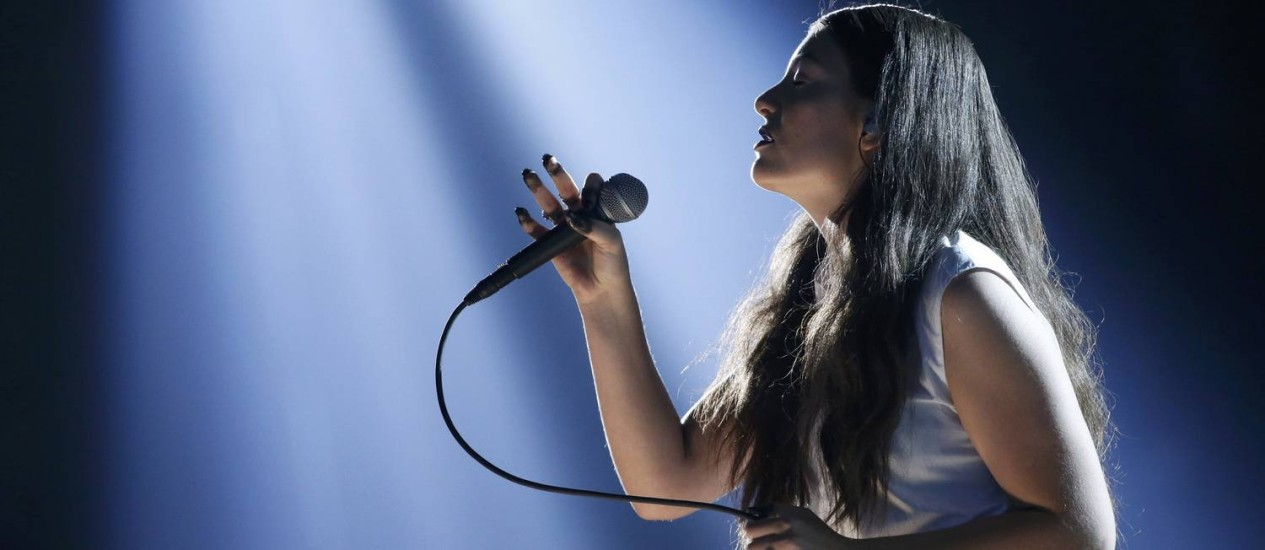 Lorde canta 'Royals' no Grammy Foto: MARIO ANZUONI / REUTERS