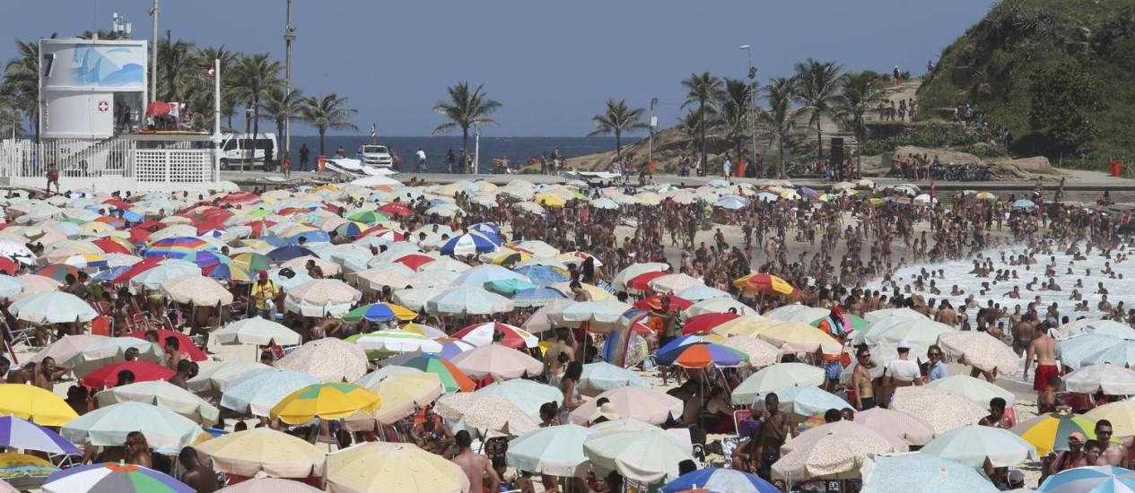 Verão foi marcado por temperaturas recordes, pouca chuva e praias lotadas Foto: Leo Martins / Agência O Globo (05-01-2014)