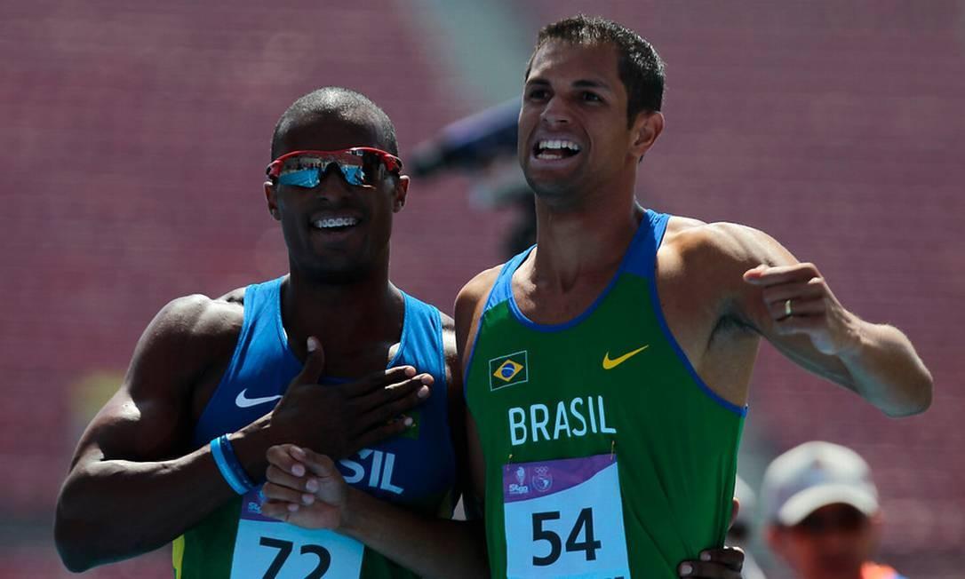 Anderson Freitas (72)e Hugo Balduino (54), respectivamente ouro e prata nos 400m masculino Foto: Juan Gonzalez / Divulgação