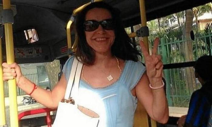 A atriz Lucélia Santos posa para foto dentro de um ônibus no Rio Foto: Reprodução / Internet