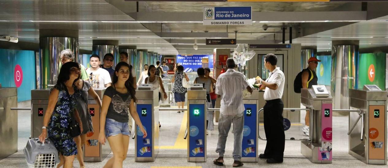Movimento no primeiro de funcionamento da estação Uruguai do metrô, na Tijuca - Foto: Mônica Imbuzeiro / Agência O Globo