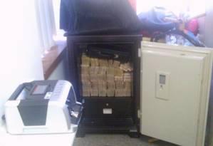 PF apreende dinheiro em cofre em imóvel em Londrina (PR) Foto: Divulgação PF
