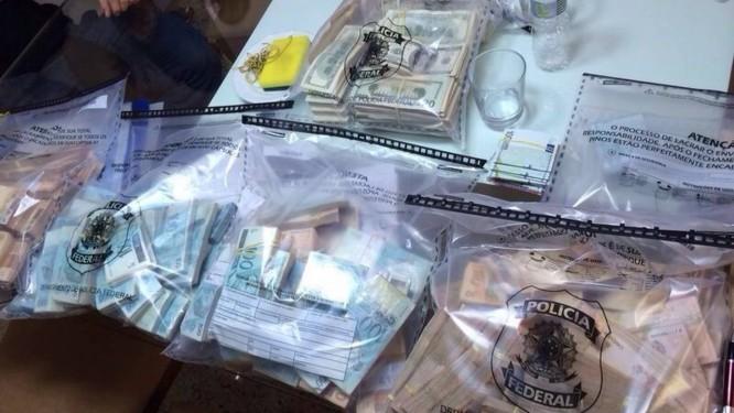 A operação batizada de Lava-Jato apreendeu R$ 5 milhões em dinheiro Foto: Divulgação PF