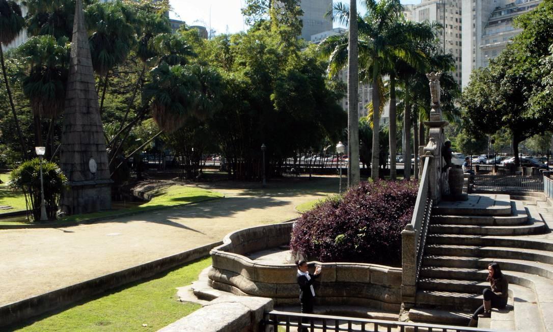 Passeio Público e suas alamendas retas e arborizadas, na foto de 2011 Agência Globo / Gustavo Stephan