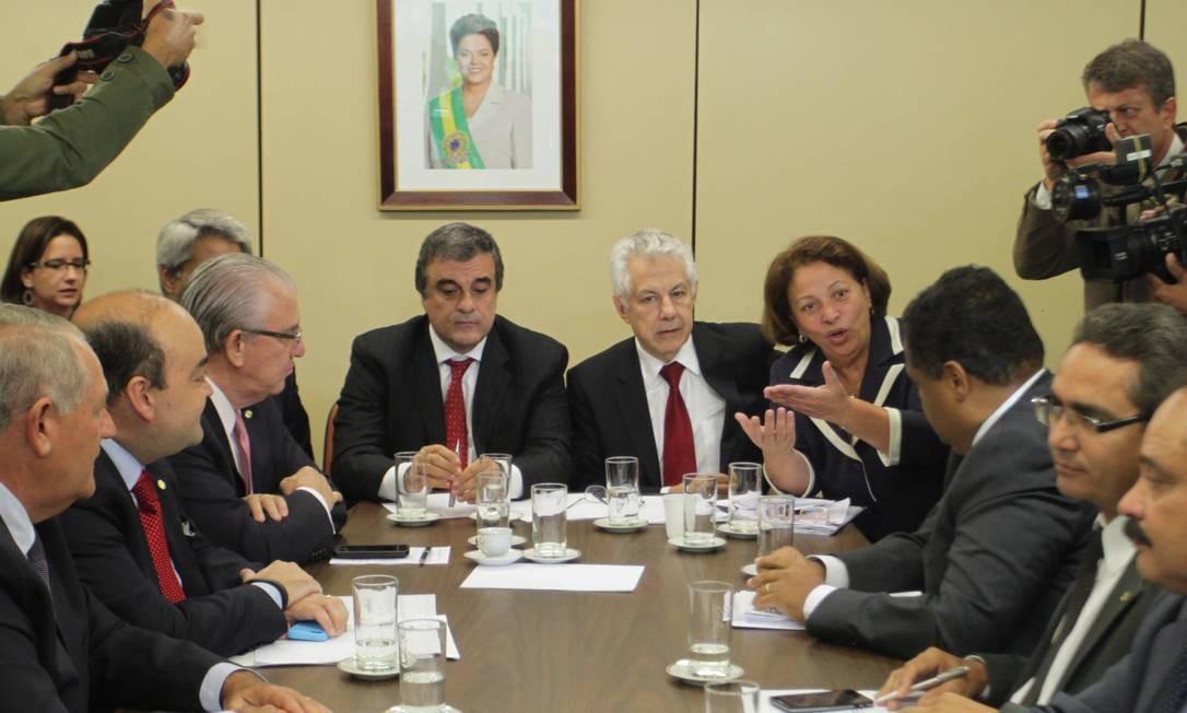 José Eduardo Cardozo e Ideli Salvatti se reúnem com líderes da base aliada para debater votação do Marco Civil da Internet Foto: Ailton de Freitas / O Globo