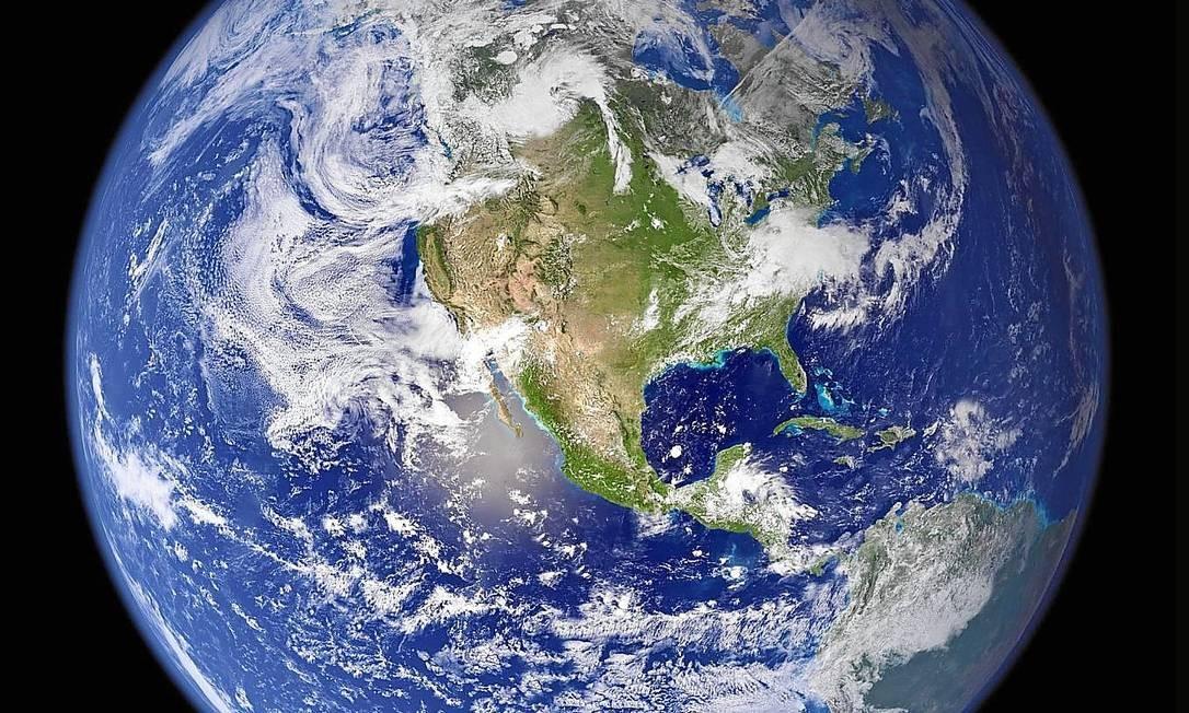 Crescimento previsto do consumo fará com que sejam necessários cinco planetas para abastecer a população Foto: AFP