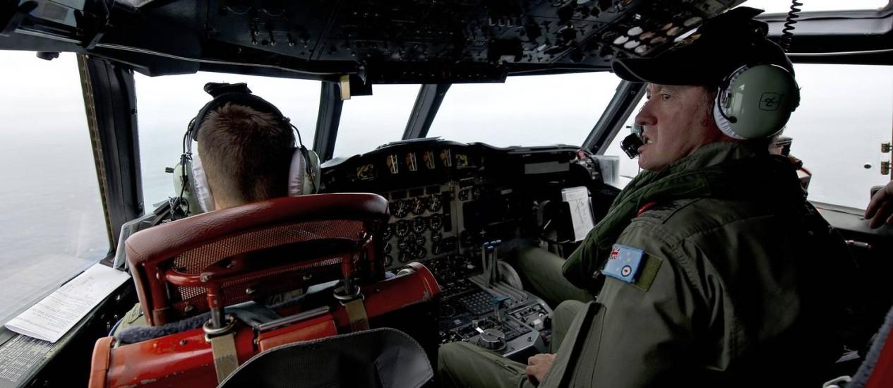 Avião da Força Aérea australiana faz buscas em um AP-3C Orion sobre o Oceano Índico Foto: HANDOUT / REUTERS