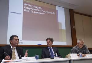 Da esquerda para a direita: Julio Bueno, secretário de desenvolvimento do Estado do RJ, João Cesar Lima, da PWc e Carlos Armando Paschoal, da Odebrecht Foto: Ana Branco / O GLOBO