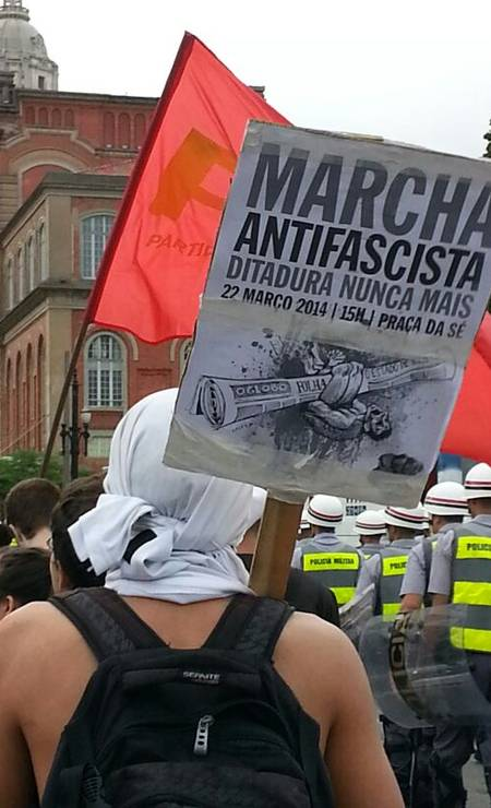 Marcha Antifascista reúne cerca de 800 pessoas em SP Foto: Leonardo Guandeline / Ag. O Globo