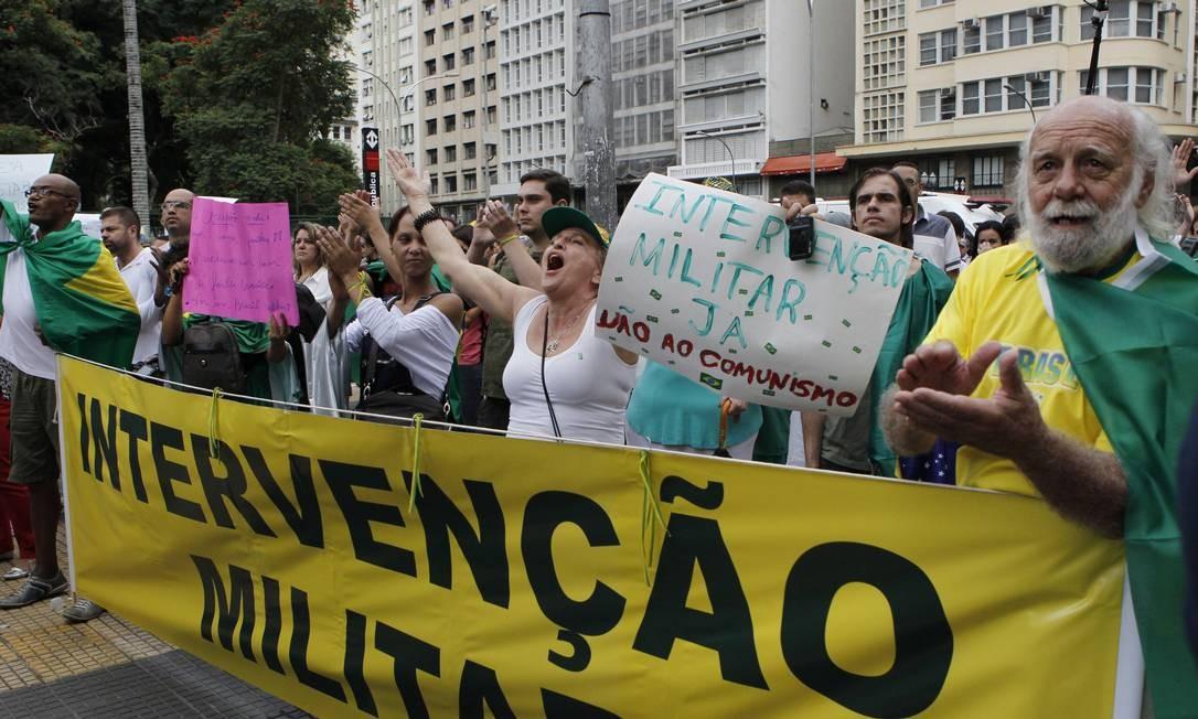 Marcha da Família em SP: manifestantes pedem intervenção militar Foto: Michel Filho / Ag. O Globo
