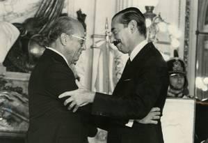 Figueiredo e o ditador argentino Jorge Videla, durante vista do brasileiro a Buenos Aires Foto: Reprodução