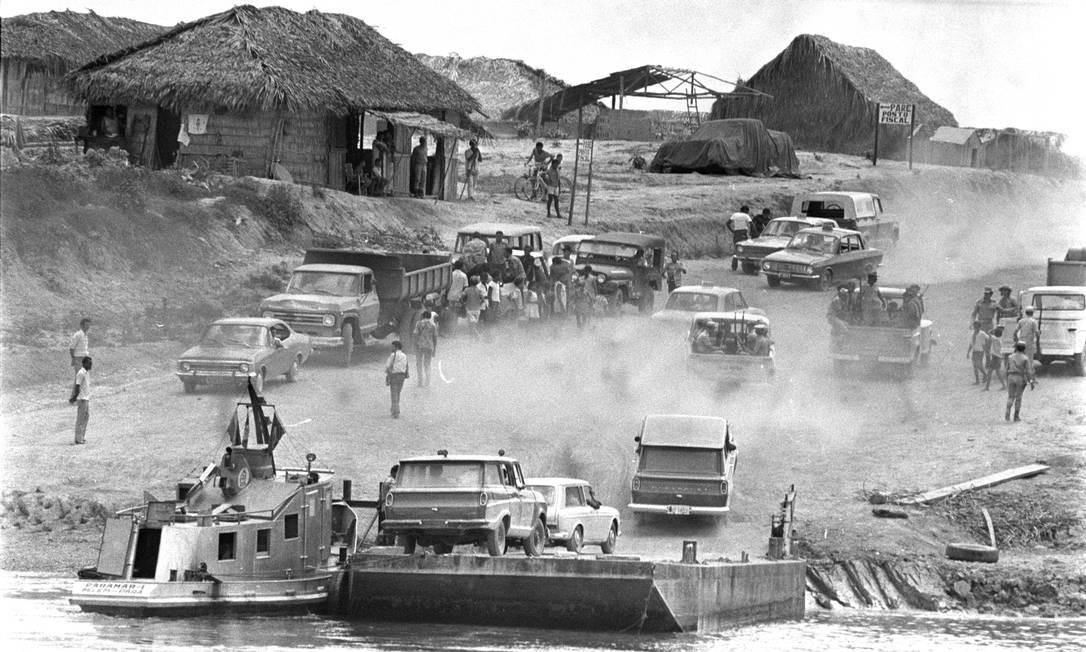 Construção de trecho da Transamazônica no Pará: um dos grandes desafios de engenharia e logística enfrentados nos anos 70 Foto: / Arquivo/13/10/1973