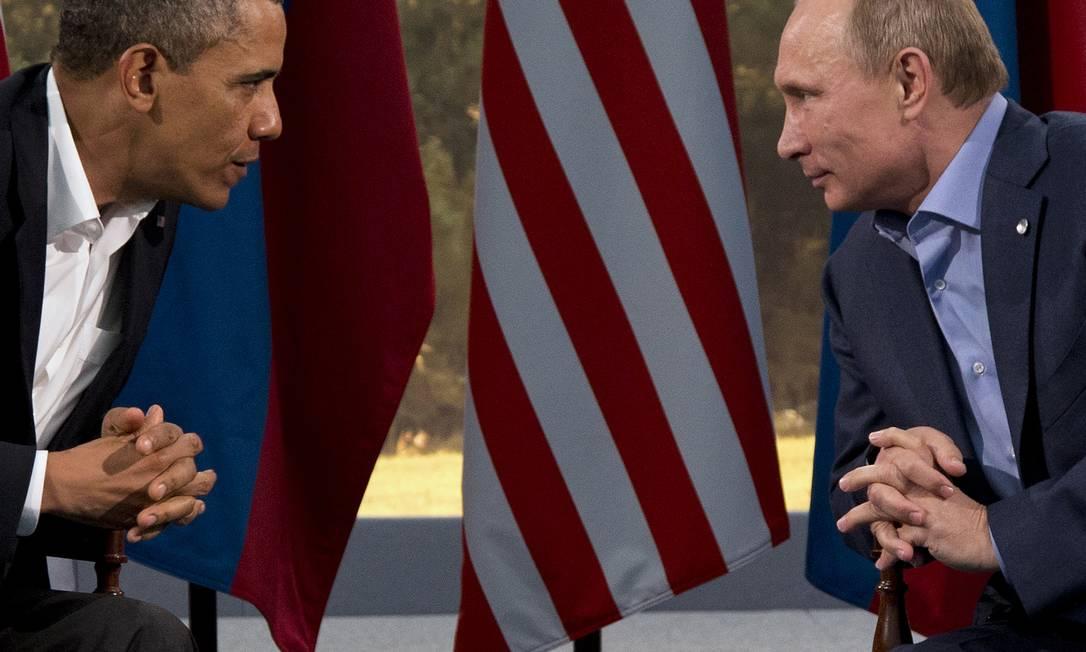 Barack Obama encara Vladimir Putin em encontro na Irlanda do Norte: para analista, presidente americano subestimou determinação de russo de invadir Ucrânia e agora tem poucas ferramentas para reverter anexação da Crimeia Foto: Evan Vucci / AP (17-6-2013)