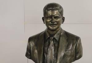 Busto de Rubens Paiva foi refeito e aprovado pela família Foto: Ailton de Freitas / O Globo