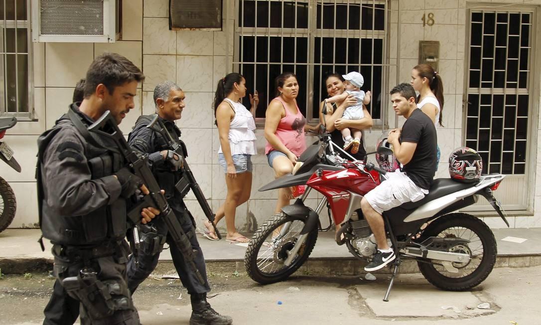 RI Rio de Janeiro (RJ) 25/03/2014 - Policiais do BOPE fazem incursão na favela Parque União, no Complexo da Maré. Foto de Gabriel de Paiva/ Agência O Globo Foto: Gabriel de Paiva / Agência O Globo