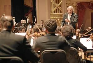 Concerto. O maestro Isaac Karabtchevsky regerá a Petrobras Sinfônica na apresentação de abertura Foto: Divulgação / Divulgação