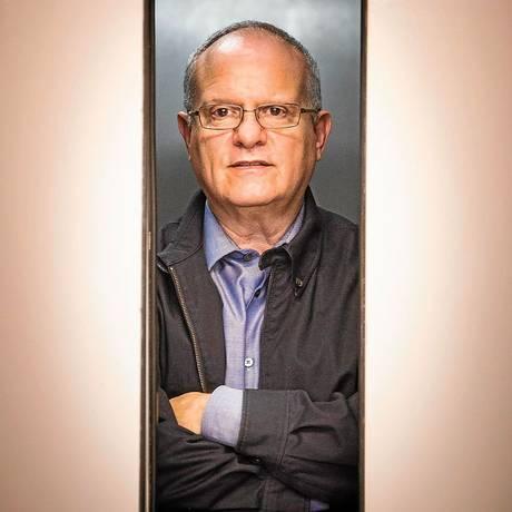Personagem da obra de Erlanger sai de elevador na hora errada e se envolve em homicídio Foto: Fabio Seixo