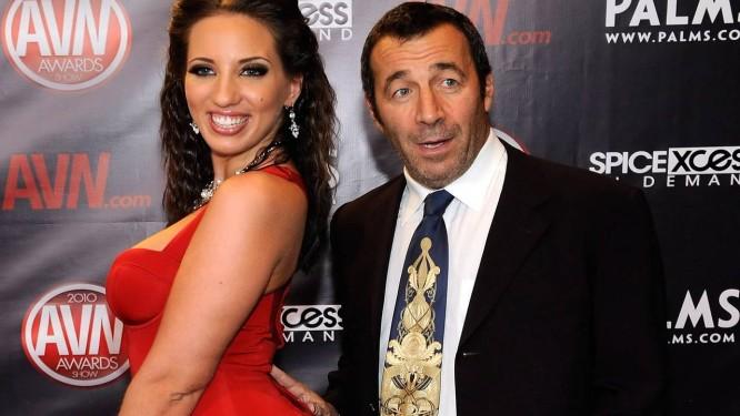 A atriz de filmes adultos Kelly Divine e o diretor John Stagliano, o Buttman Foto: Ethan Miller / Agência O Globo