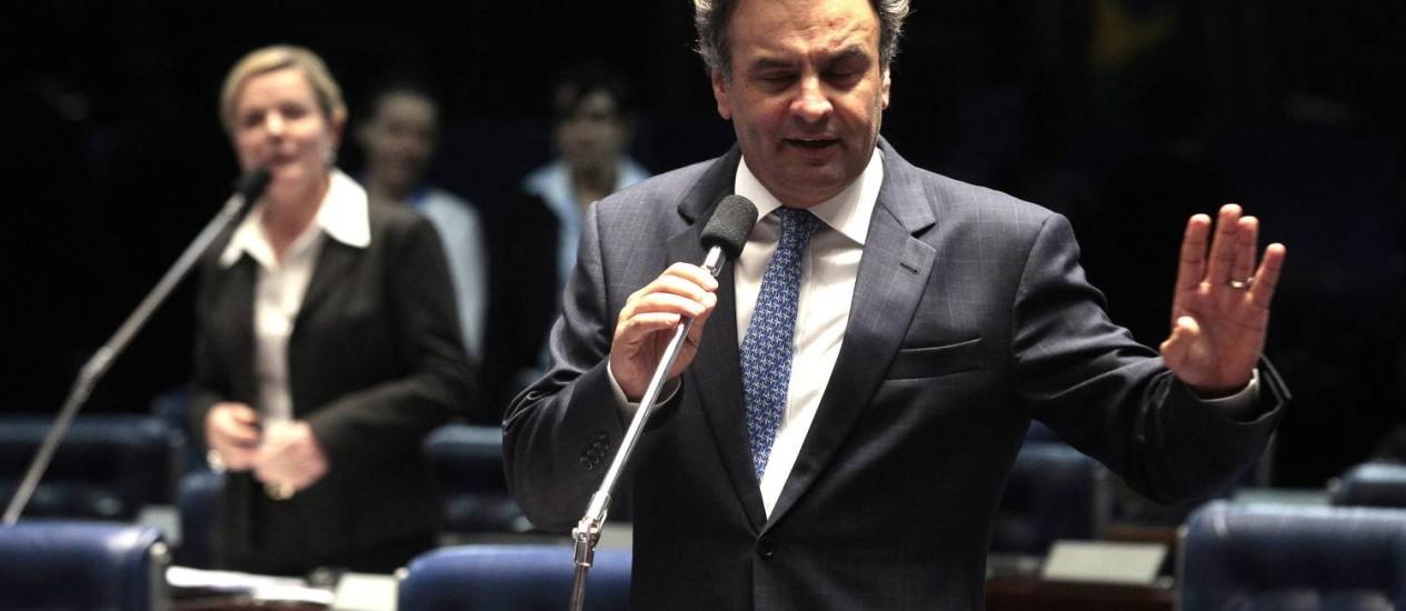 Os senadores, Aécio Neves (PSDB-MG ) e Gleise Hoffmann (PT-PR) batem boca no plenário do Senado Federal Foto: Jorge William / Agência O Globo