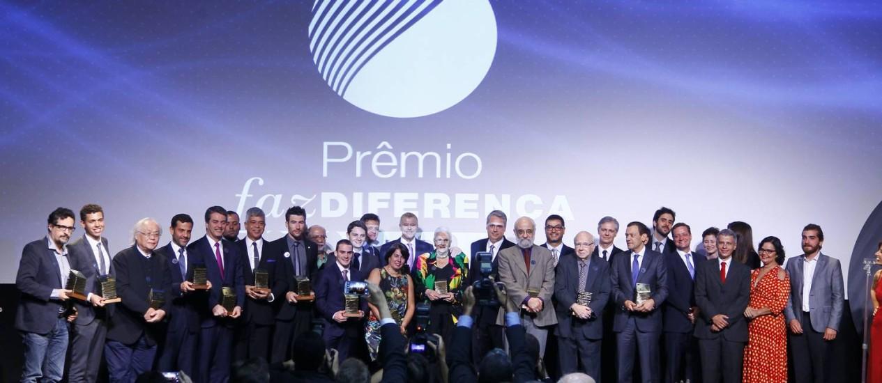 Vencedores do Prêmio Faz Diferença reunidos após a entrega dos troféus Foto: Marcelo Carnaval / Agência O Globo