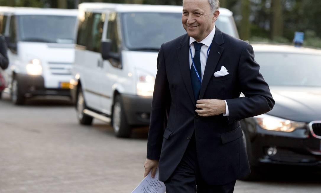 Relações estremecidas. Laurent Fabius teve que se desculpar com o ministro marroquino Salaheddine Mezouar, após revista no aeroporto de Paris Foto: ALAIN JOCARD / AFP