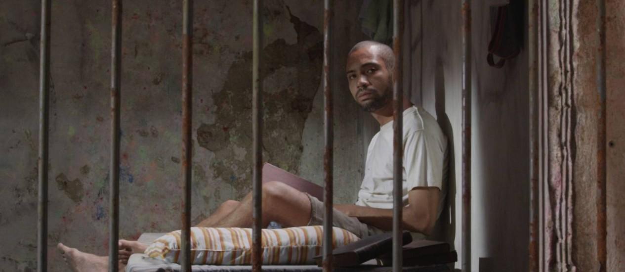 """O ator Sílvio Guindane é o protagonista de """"Acerto de contas"""" Foto: Multishow/Divulgação"""
