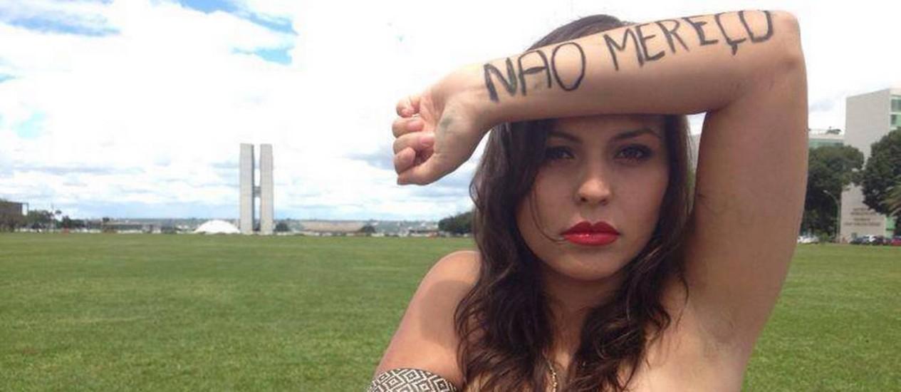 A ativisa Nana Queiroz, fundadora do movimento #EuNãoMereçoSerEstuprada Foto: Reprodução