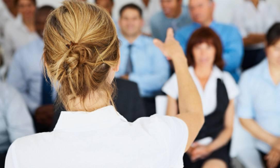 Falar com desenvoltura em público e fazer boas apresentações é uma técnica que se aprende, afirmam os especialistas Foto: Divulgação