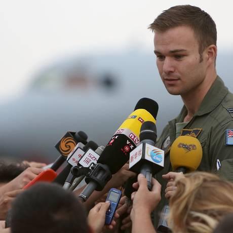 Tenente da Força Aérea da Austrália, Russell Adams, na base aérea em Perth Foto: Matt Jelonek / AFP