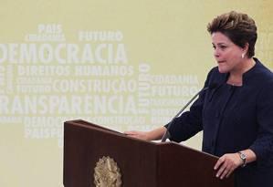 Ex-militante política, presa e torturada, a presidente Dilma Rousseff chorou ao discursar na solenidade de instalação da Comissão da Verdade, em maio de 2012 Foto: Ailton de Freitas / Ailton de Freitas
