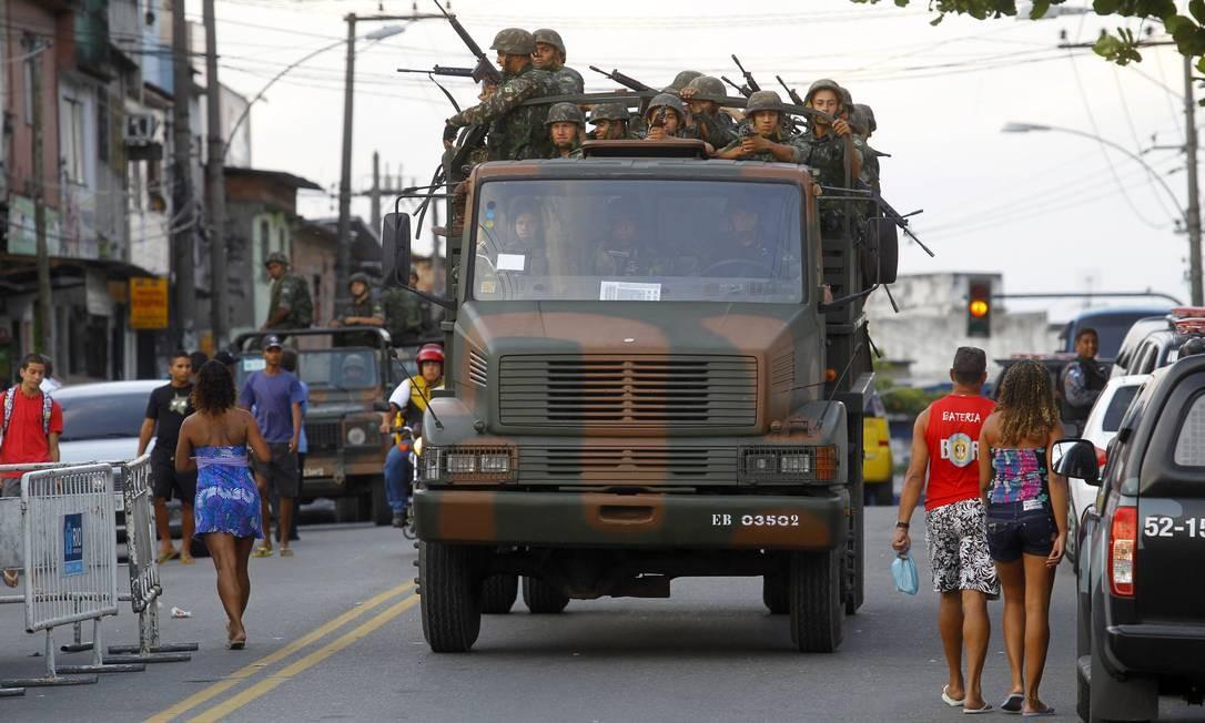 Em 2010, militares do Exército participaram da ocupação do Complexo do Alemão Foto: Fernando Quevedo