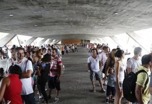 Público leva mais de uma hora para ver exposição no MAM Foto: Simone Marinho/ Agência O Globo