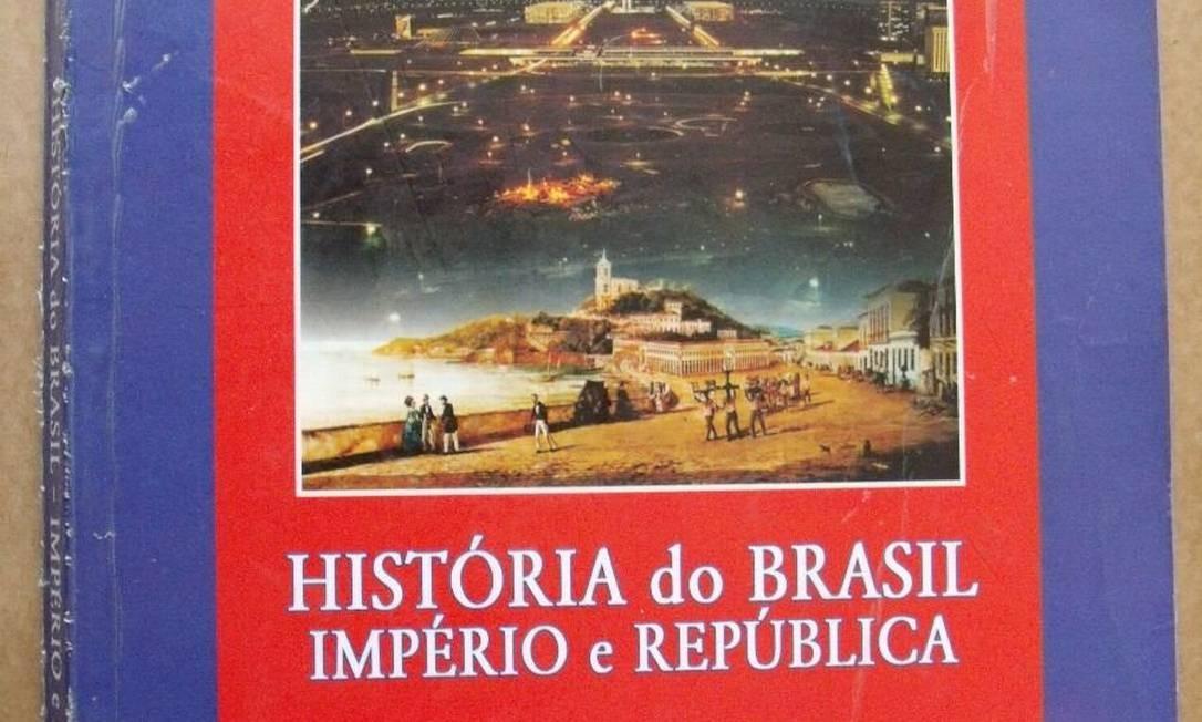 Livro editado pelo Exército e usado em colégios militares nunca passou pelo Plano Nacional do Livro Didático Foto: Reprodução