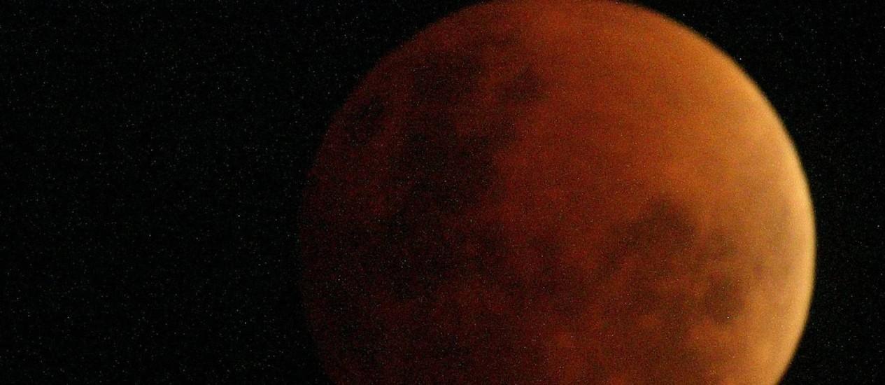 Eclipse lunar total poderá ser observado a partir das 2h no Brasil Foto: Sergio Moraes / Reuters