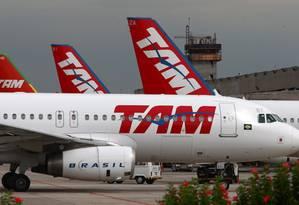 Aviões da TAM: empresa terá de ressarcir passageiros que pagaram por remarcação ou cancelamento durante a gripe A Foto: Michel Filho / Michel Filho