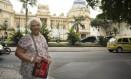 Odise Fonseca em frente ao Palácio Guanabara: de família de militares, considerou o golpe necessário Foto: O Globo / Leo Martins