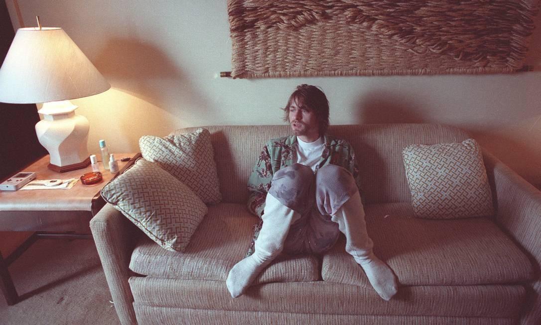 Na única passagem do Nirvana pelo Brasil, em 1993, Kurt Cobain abriu as portas do quarto do hotel onde estava hospedado em São Conrado para o GLOBO. À vontade, de meias e cueca samba-canção, ele posou para fotos de Márcia Foletto, que relembra o encontro. Foto: Márcia Foletto / Agência O Globo