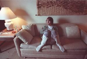 Na única passagem do Nirvana ao Brasil, em 1993, Kurt Cobain topou abrir as portas do quarto do hotel onde estava hospedado em São Conrado para o GLOBO. À vontade, de meias e cueca samba-canção, ele posou para fotos de Márcia Foletto, que relembra como foi o encontro nas legendas das fotos a seguir Foto: Márcia Foletto / Agência O Globo