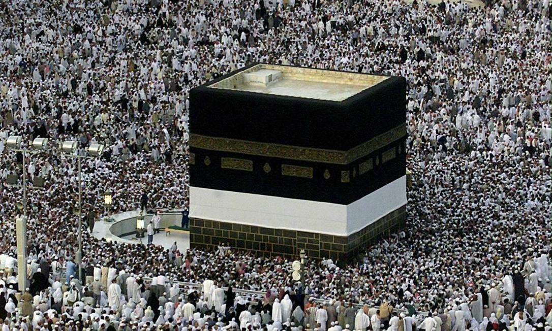Muçulmanos rezam em Meca: proibido questionar bases do Islã Foto: Marwan Naamani / AFP/27-2-2001