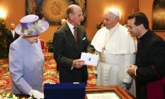 O Papa Francisco com a rainha Elizabeth II e o príncipe Philip: primeiro encontro Foto: STEFANO RELLANDINI / REUTERS
