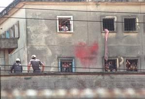 Casa de Detenção de São Paulo, um dia após o massacre que deixou 111 detentos mortos Foto: Nellie Solitrenick / Arquivo O Globo - 03/10/1992