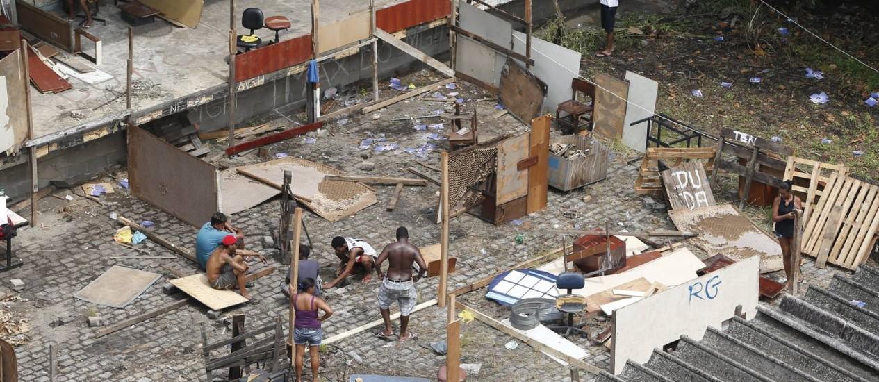 Moradores de diversas comunidades ocupam antigo prédio no Engenho Novo - Foto: Alexandre Cassiano / Agência O Globo