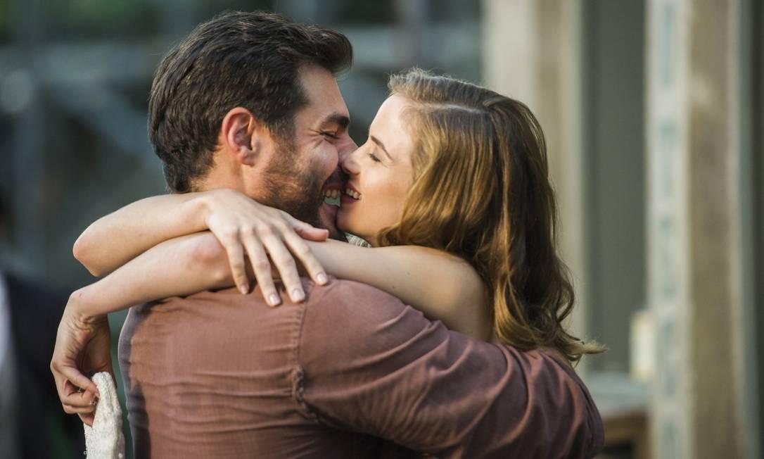 Hilda (Luiza Valdetaro) e Toni (Thiago Lacerda) terão final feliz Foto: Divulgação