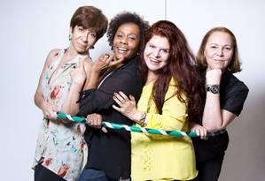 Quarteto fantástico. Dhu Moraes, Sandra Pêra, Leiloca e Regina Chaves: amizade e parceria desde 1976 Foto: Mônica Imbuzeiro / Agência O Globo
