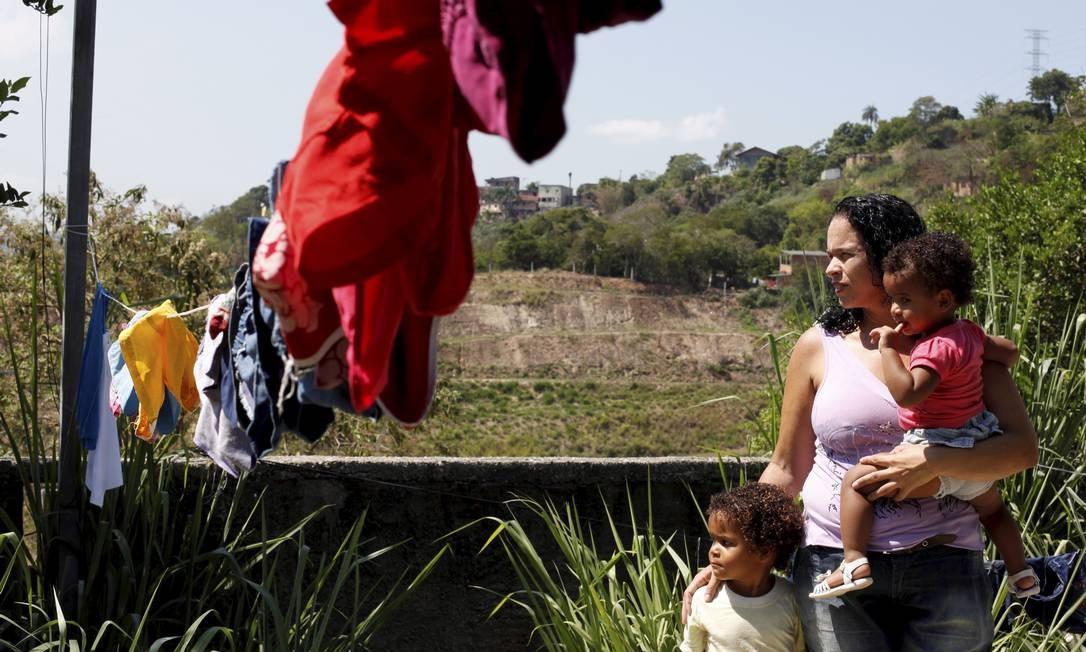 Valquiria Silva ocupou uma casa abandonada no local da tragédia Foto: Gustavo Stephan / Agência O Globo
