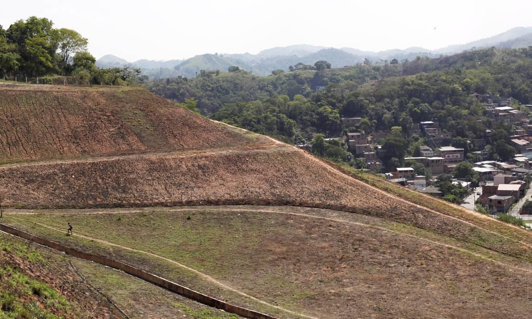 A área do deslizamento, coberta por vegetação rasteira Foto: Gustavo Stephan / Agência O Globo