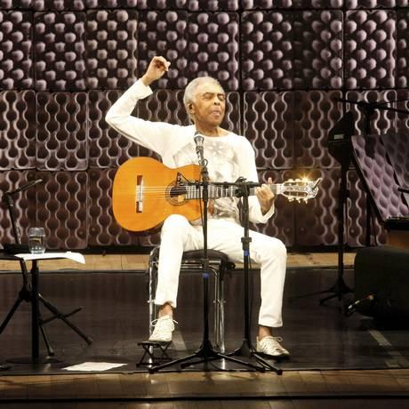 Gilberto Gil abre a turnê de seu CD 'Gilbertos Samba' Foto: Marcos Ramos / Agência O Globo