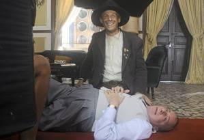 Ator é lembrado pelos amigos pela alegria e bom humor. Na foto acima, Wilker contracena com Marco Nanini no filme 'O Bem Amado', de 2010 Foto: Júlia Schmidt / Divulgação