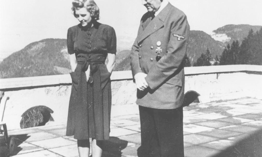 Eva Braun com Hitler Foto: Agência Keystone