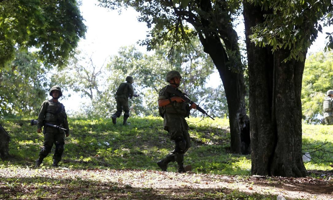 O planejamento da operação foi elaborado há quase duas semanas pelo Centro de Comando de Operações do Comando Militar do Leste (CML) do Exército Foto: Ivo Gonzalez / Agência O Globo
